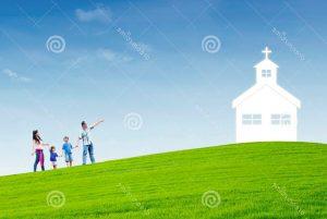 η χριστιανική οικογένεια πηγαίνει στην εκκλησία 28794052